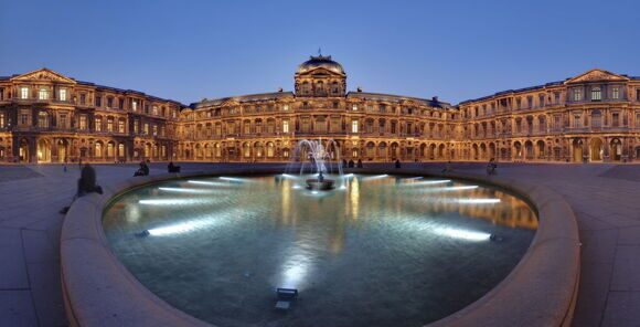 1369165984Louvre_Cour_Carree_resize